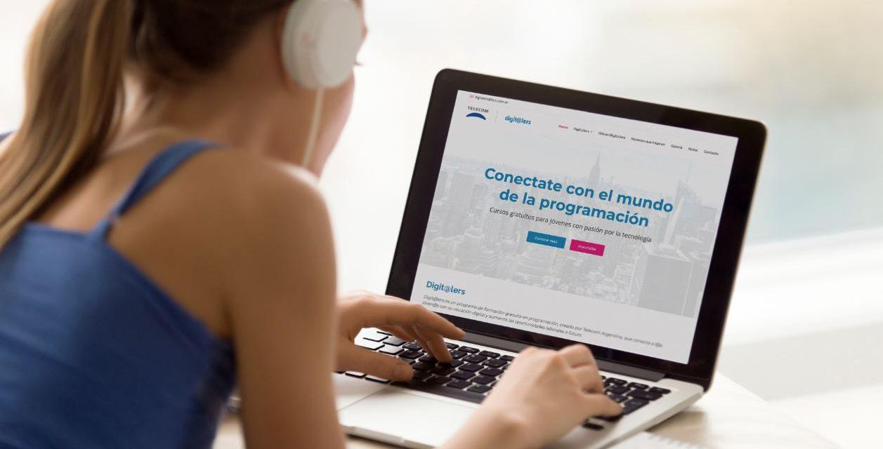 <span style='color:#020c7e;font-size:15px;'>Desarrollo de talento para la industria IT</span></br>Jóvenes conectados con su vocación digital